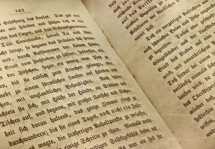 book-2168992_1920