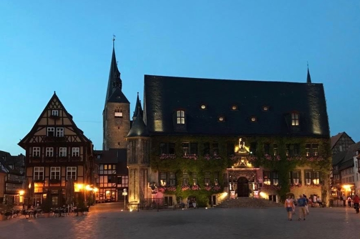 Quedlinburg town hall at night